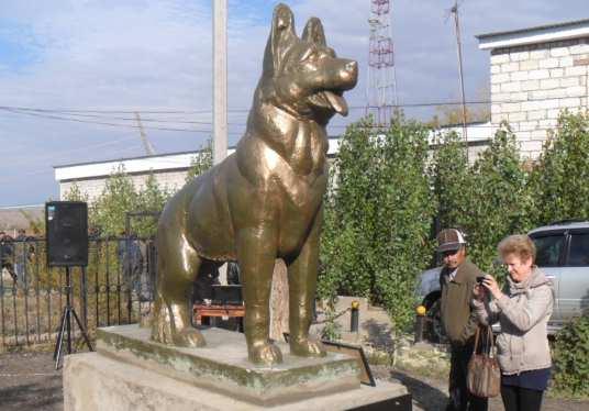 В Казахстане установили памятник собаке, служившей в Афганистане