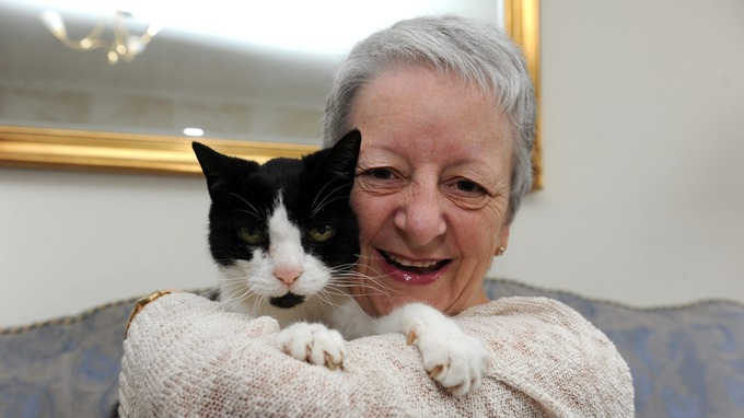 Кот предупредил хозяйку об опухоли в ее плече